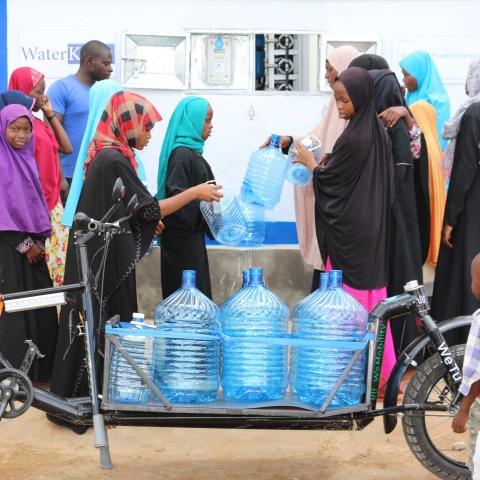 """صور: مؤسسة """"سقيا الإمارات"""" تحارب العطش بالابتكار في جائزة محمد بن راشد آل مكتوم العالمية للمياه"""