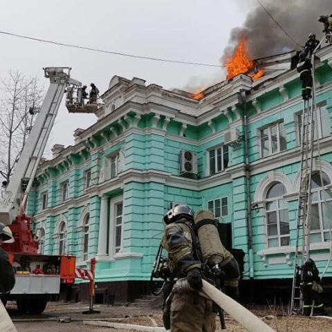 صور: في موقف إنساني و بطولي.. قام فريق طبي مكوّن من 8 جراحين عملية قلب مفتوح أثناء حريق بروسيا