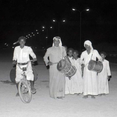 صور: رمضان الطيبين: بوطبيلة.. إحدى أبرز ملامح شهر رمضان في الزمن الجميل