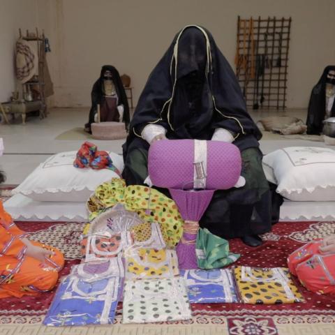 صور: رمضان الطيبين: التلّي.. من أعرق فنون التطريز في الإمارات