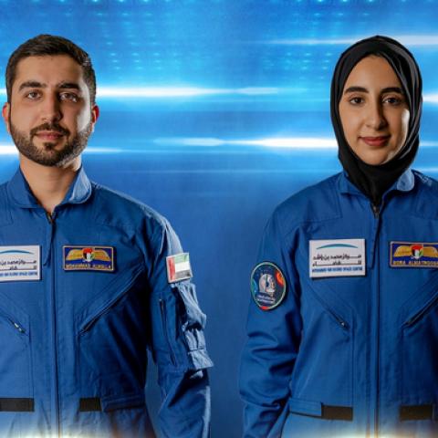 """صور: استعدادات علمية وبدنية مكثفة تنتظر رواد الفضاء الإماراتيين الجدد """"نورا المطروشي"""" و""""محمد الملا""""!"""
