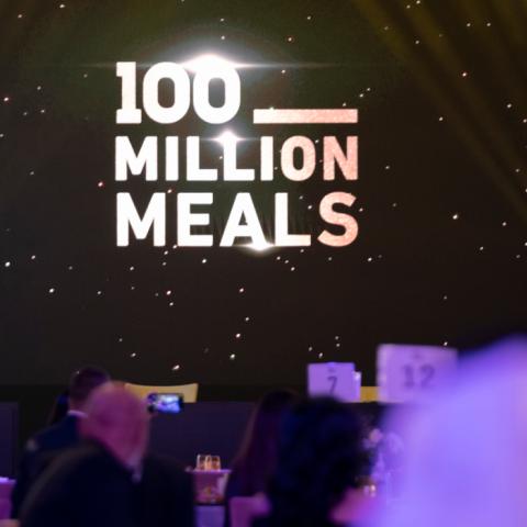 صور: مزاد علني دعماً لحملة 100 مليون وجبة في دبي!