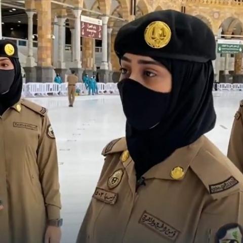 صور: 80 مجندة من قوات أمن الحج والعمرة في الحرم المكي
