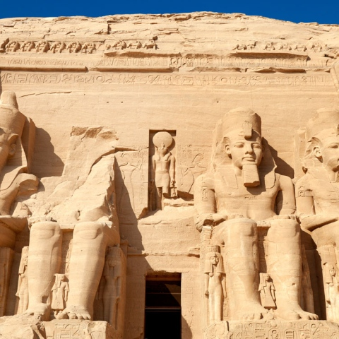 "${rs.image.photo} تمثال آخر لـ ""رمسيس الثاني"""
