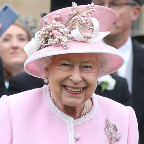 صور: ما هو سر احتفال الملكة إليزابيث بعيد ميلادها مرتين في العام؟