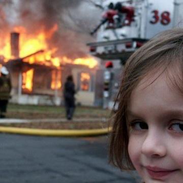 """صور: """"فتاة الكوارث"""" الشهيرة تبيع النسخة الأصلية من صورتها مقابل حوالي 500 ألف دولار!"""