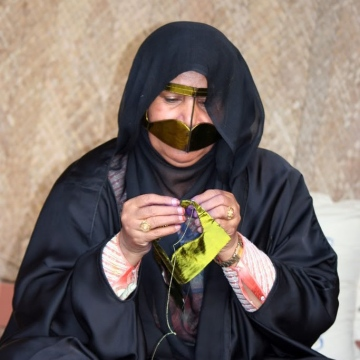 صور: رمضان الطيبين: البراقع.. حشمة و زينة ضاربة في جذور المرأة الإماراتية