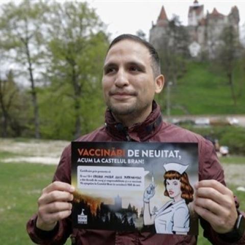صور: من قلعة دراكولا إلى دبي مول، هذه أغرب مراكز اللقاح في العالم!