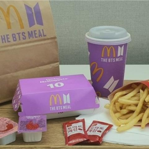 صور: تفاعل عشاق الفرقة الكورية BTS في دبي مع وجبة ماكدونالدز