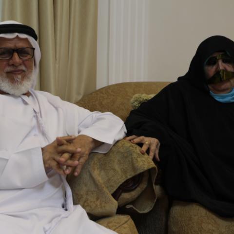 صور: دبي بوست تزور الوالد شامس والوالدة عائشة اللذان شاركانا تجربتهما مع التطعيم ضد فيروس كوفيد-19