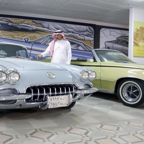 ${rs.image.photo} ناصر المساري.. سعودي يحوّل منزله لمعرض سيارات كلاسيكية فريدة!