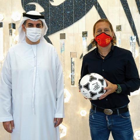 """صور: """"مؤسسة الجليلة"""" تختار أسطورة نادي ريال مدريد ميشيل سلغادو سفيراً رياضياً لها"""