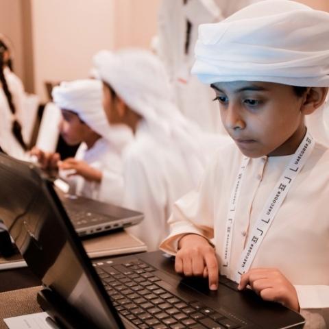 صور: المبرمج الإماراتي.. مبادرة ترفع آفاق العمل للطلاب الإماراتيين!