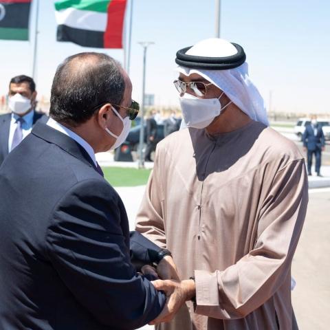 """صور: بالابتسامات و الترحيب.. مصر تستقبل """"أسد الإمارات"""" الشيخ محمد بن زايد!"""