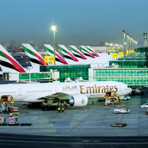 صور: مغردو تويتر: إجراءات سفر سلسة و سريعة لا تتعدى الـ15 دقيقة بمطار دبي الدولي!