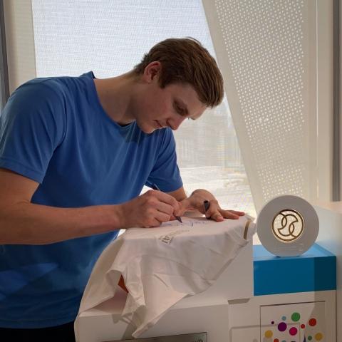${rs.image.photo} الدنماركي أكسيلسن أول بطل أولمبي غير آسيوي في الريشة الطائرة منذ 1996 يهدي فوزه لدبي