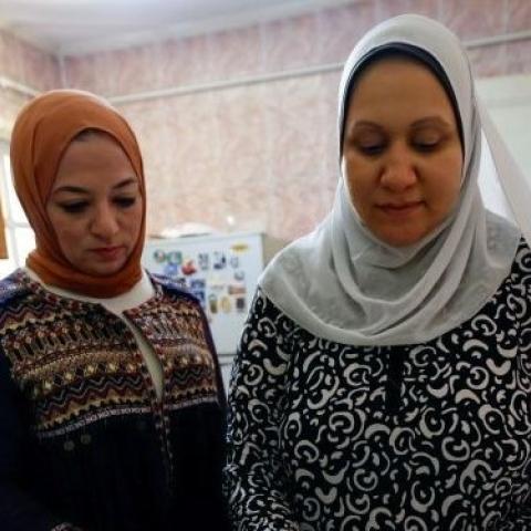 """صور: """"جوا الحلة"""".. كتاب طهي يمكّن المكفوفين بمصر من الاعتماد على أنفسهم!"""