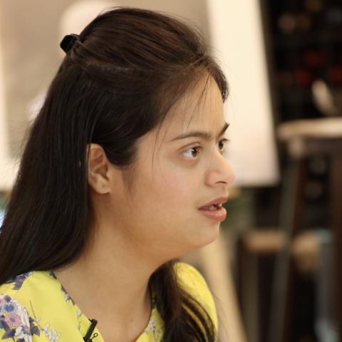صور: شابة هندية من أصحاب متلازمة داون في وظيفة أحلامها في دبي