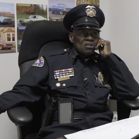 """صور: عمره 92 عاماً ولا يخطط للتقاعد قريباً.. قصة الشرطي الأميركي """"إل. سي سميث"""""""