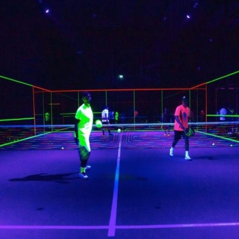 صور: The Alley Dxb أول ملعب تنس في الوضع الليلي في دبي