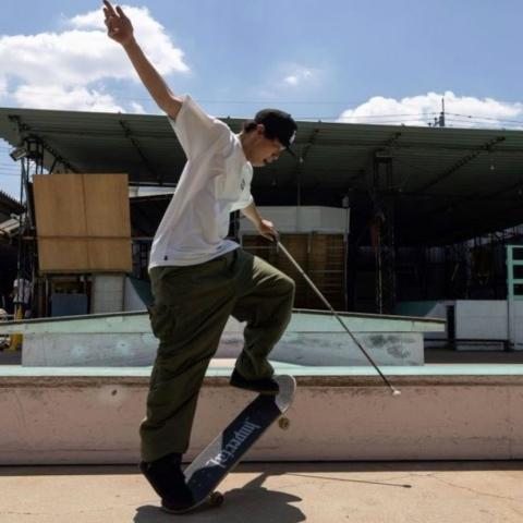 صور: أوتشي الياباني، ضرير يمارس رياضة التزلج ويحلم بالمشاركة في الرياضات البارالمبية