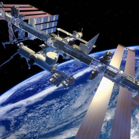 صور: لأول مرة في التاريخ.. روسيا تصور فيلماً مطوّلاً في محطة الفضاء الدولية