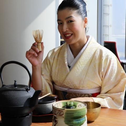 "${rs.image.photo} ياسايو سوزوكي ""من اليابان مع الحب"""
